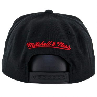 ef093c374ae ... Mitchell   Ness Chicago Bulls Easy 3 Digital XL Snapback Hat Black